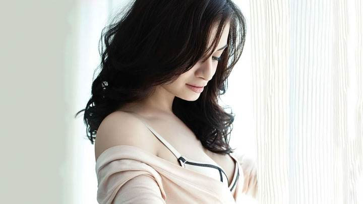 Dia Mirza Looking Down Side Pose